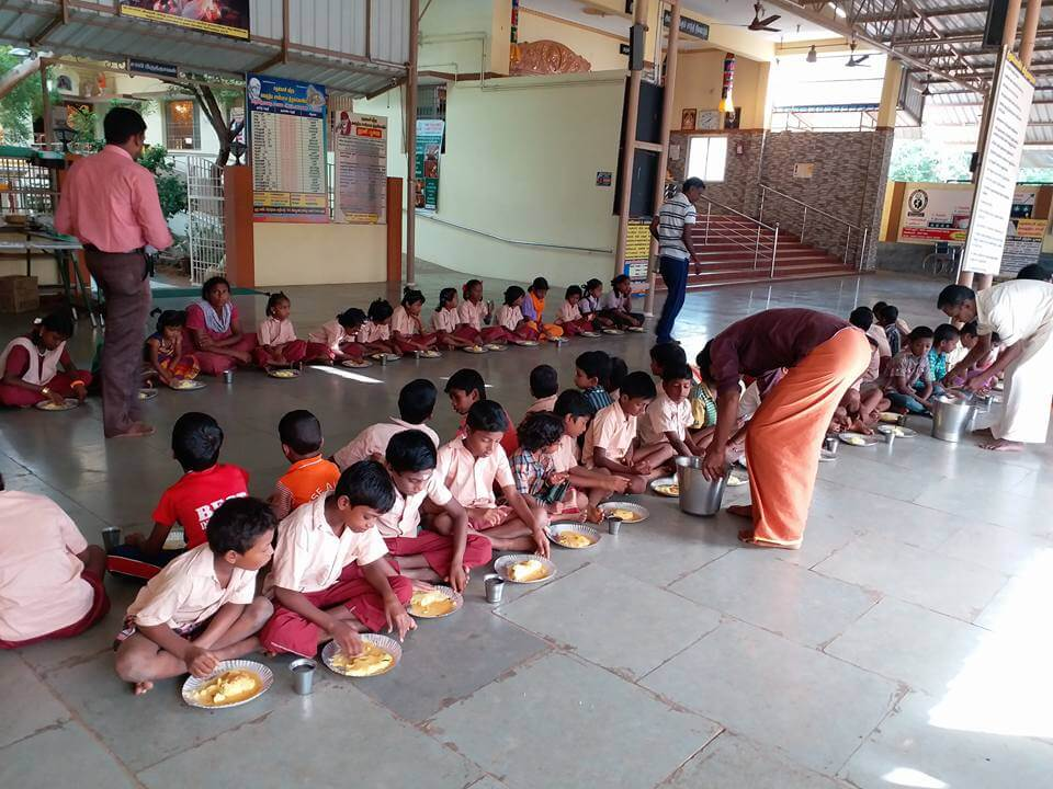 Children's Bhojan - Serving Breakfast